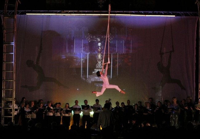 Trapeze, flying, Naomi Giffen, Zu Aerial Dance, Circus performer